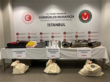 İstanbul'da iki havalimanında düzenlenen operasyonlarda 15 kilogram kokain ele geçirildi